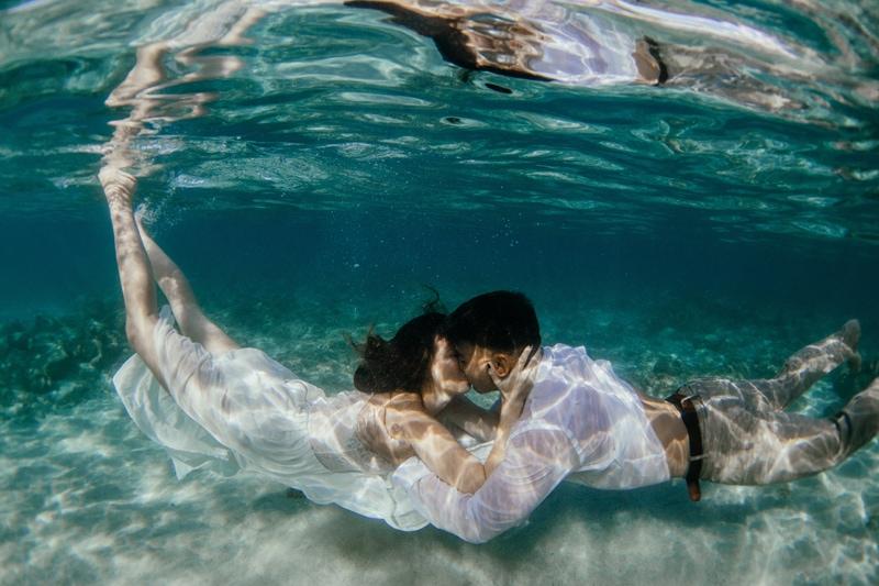 Oahu Wedding Photography, couple kissing underwater