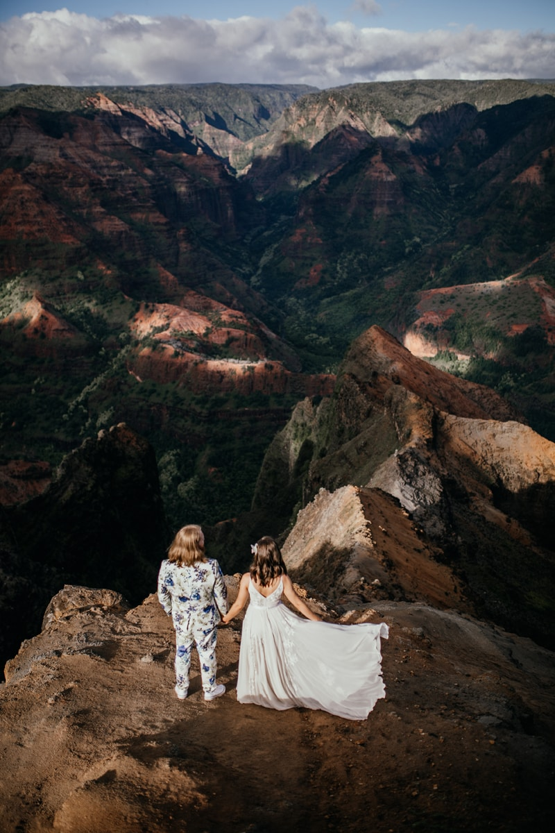 Oahu Wedding Photography, couple looking out over a cliff