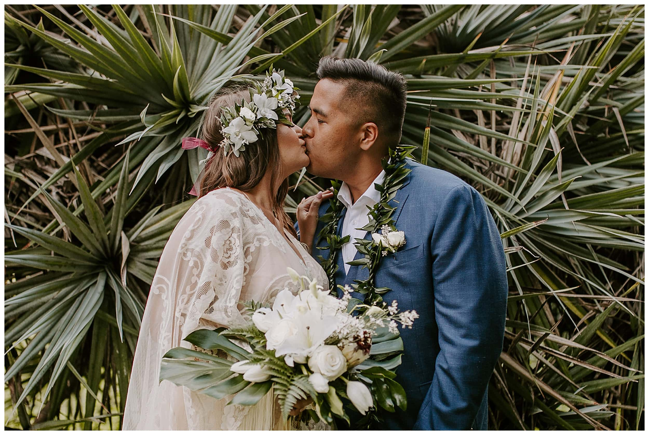 bride and groom kissing Ho'omaluhia Botanical Garden