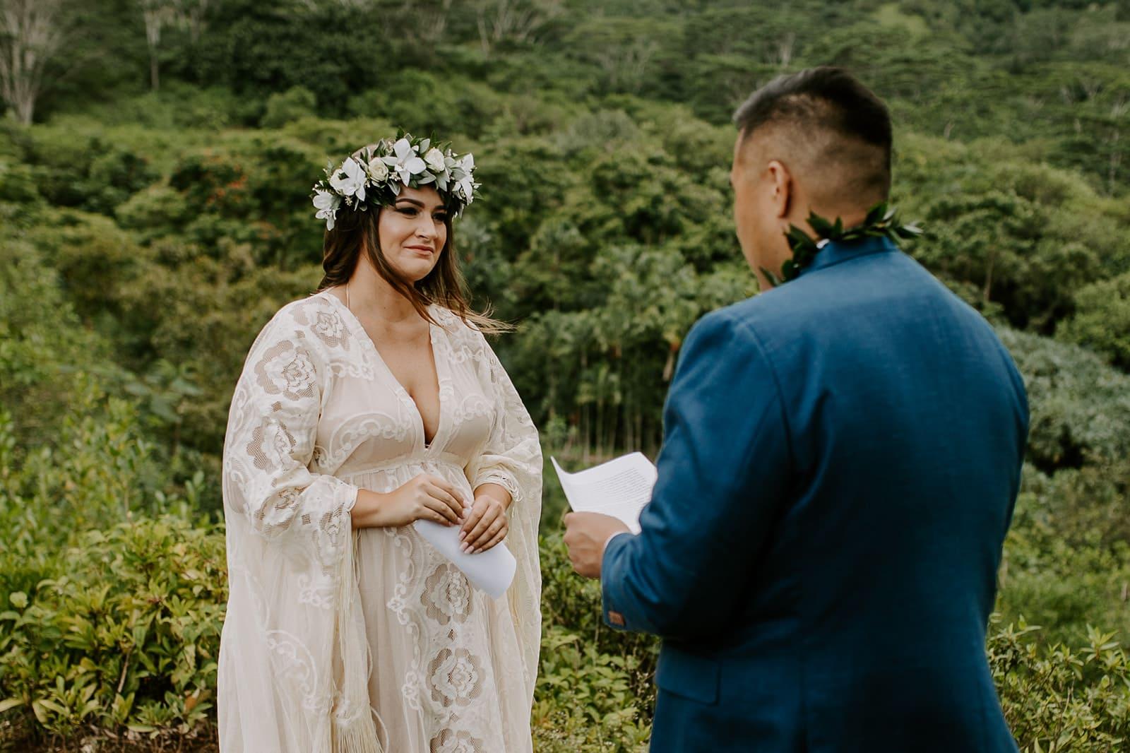 couple getting married in oahu
