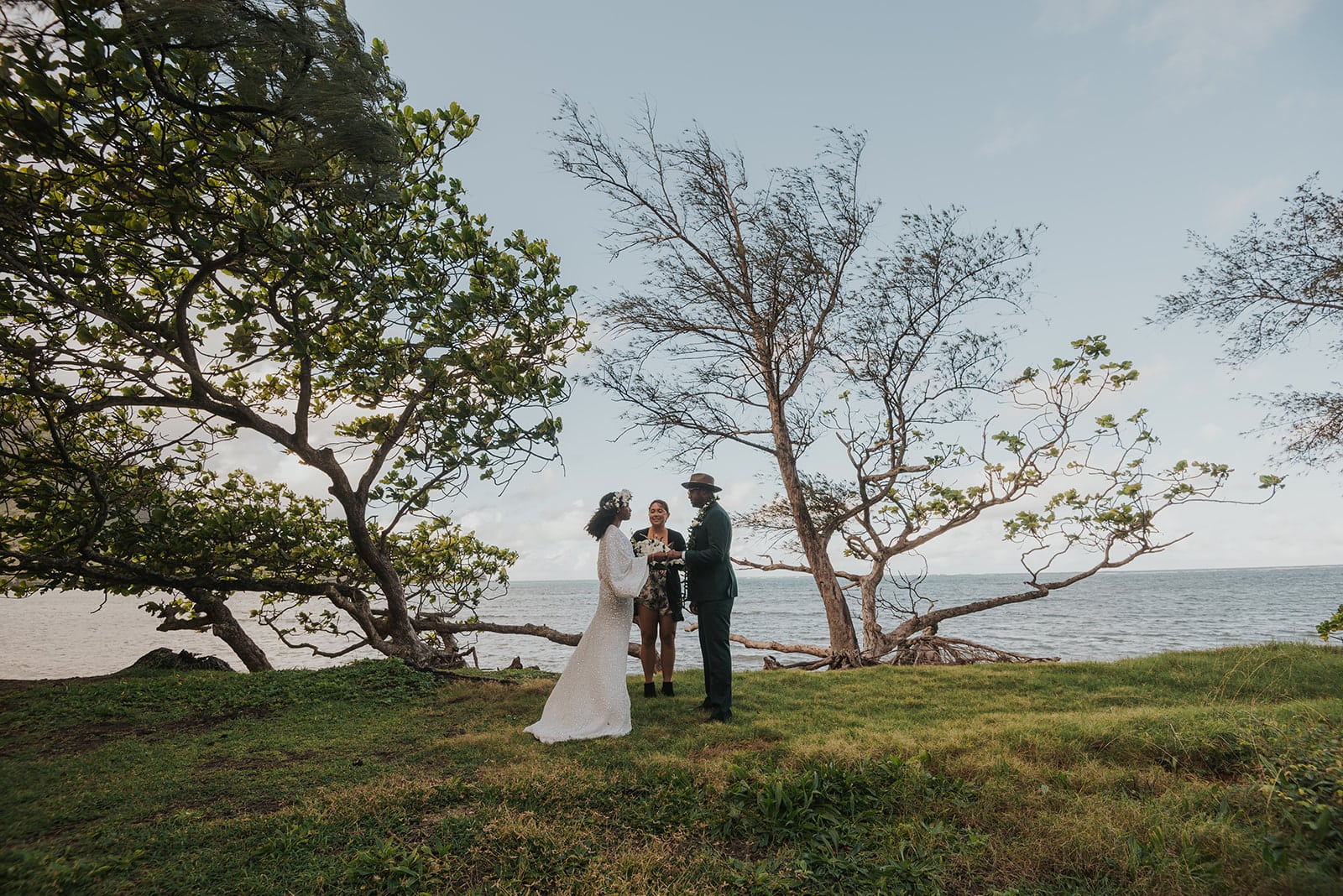 Couple saying vows in hawaii