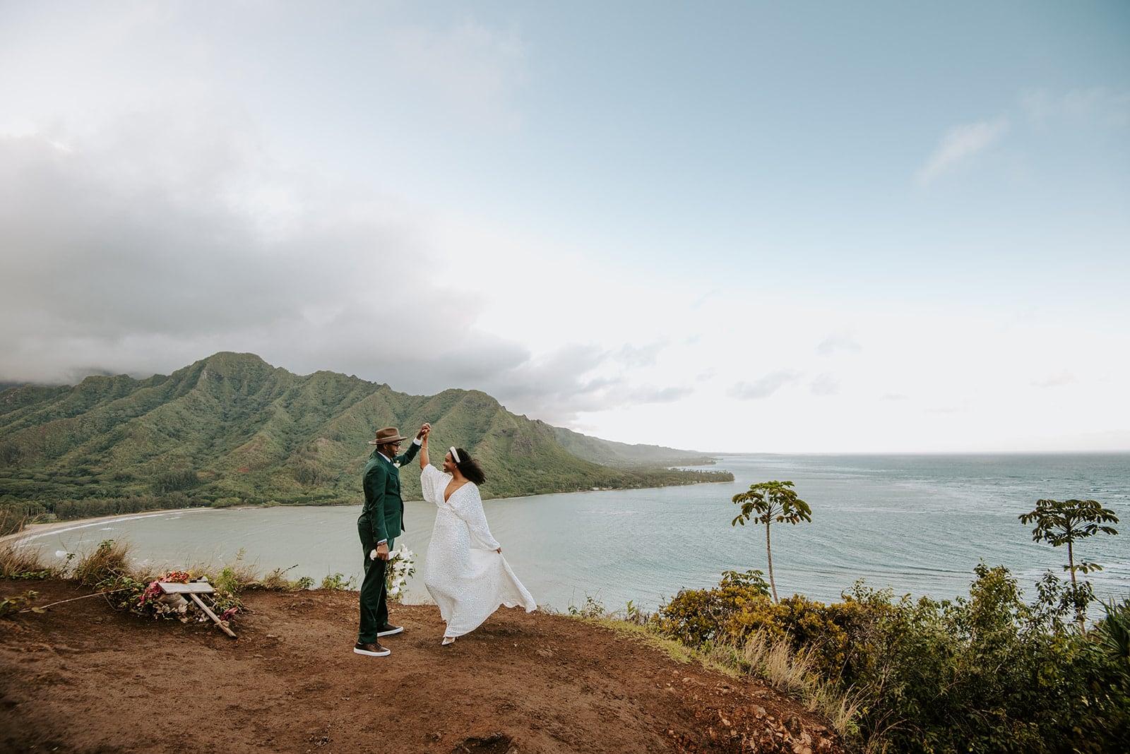 couple eloping in hawaii