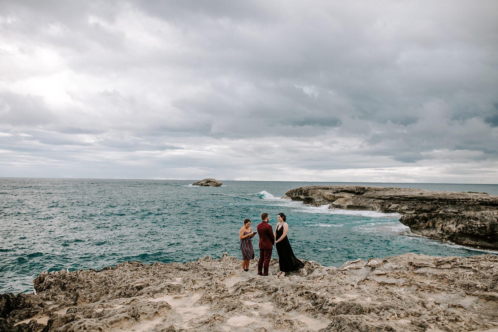 couple eloping in oahu