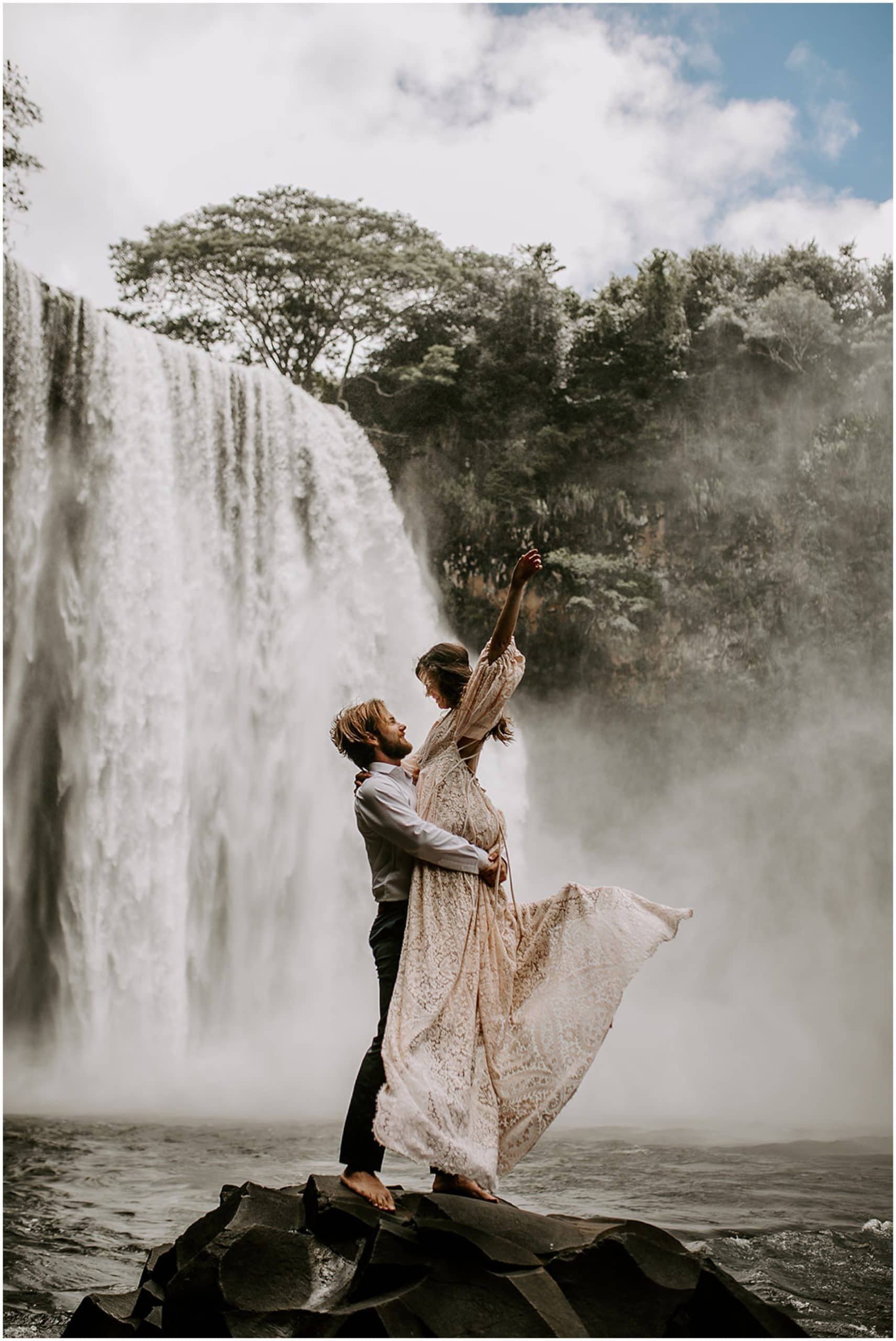 hawaii waterfall elopement